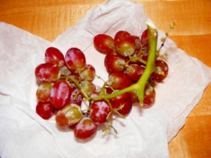9 grapes 300x225 03 October 2008