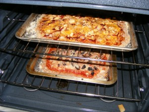 03-pizzas-cooking