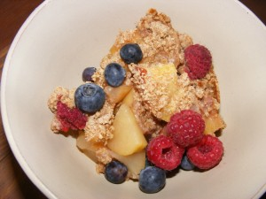 11 apple pie slice macrobiotic 300x225 Awesome Macrobiotic Apple Raspberry Pie