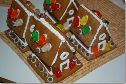 dec202009024 thumb How To Make Gingerbread Houses
