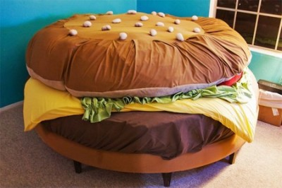 hamburger bed big meal 400x266 Knowing When to Stop (Eating)