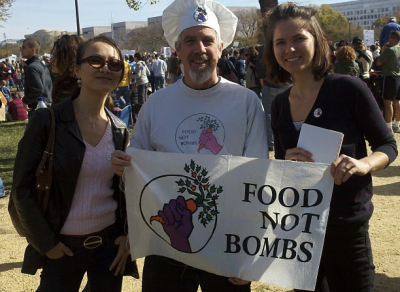 food not bombs maggie coco 400x292 Healthy Monday Tip #3: Food Not Bombs