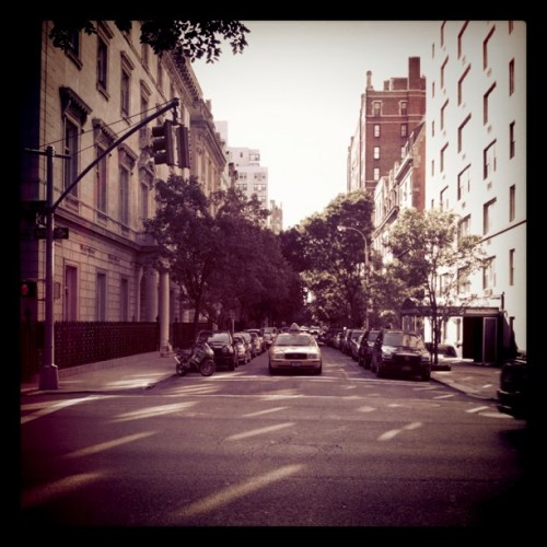 nyc street am 500x500 Manhattan Mornings & Walking Routines